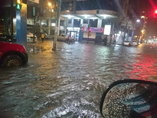 Ekwador - Pływy morskie i obfity deszcz wywołały powódź, wojsko pomaga 6