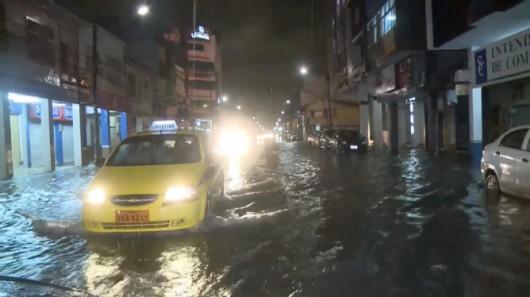 Ekwador - Pływy morskie i obfity deszcz wywołały powódź, wojsko pomaga 7