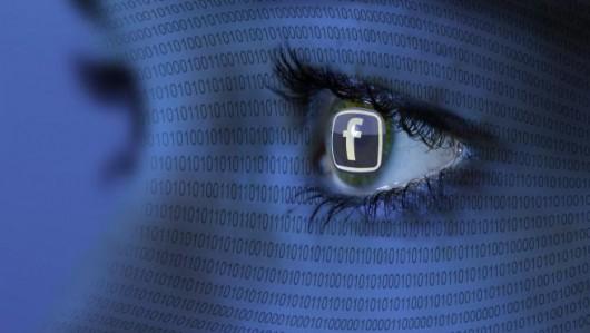 Facebook szpieg