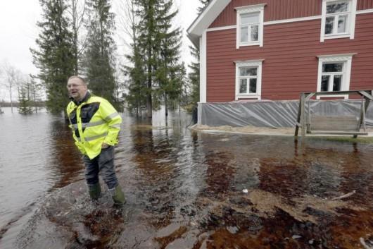 Finlandia - Wiosenne deszcze roztopiły śnieg i wywołały powódź