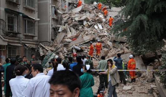 Guiyang, Chiny - Po ulewnych deszczach osunęła się ziemia i zniszczyła apartamentowiec 1