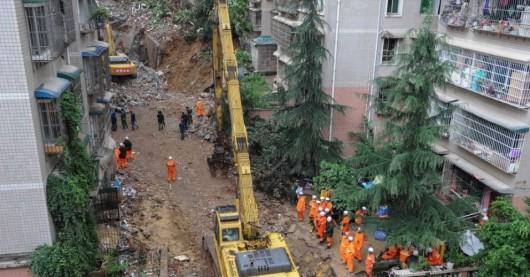 Guiyang, Chiny - Po ulewnych deszczach osunęła się ziemia i zniszczyła apartamentowiec 2