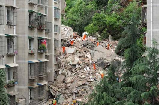 Guiyang, Chiny - Po ulewnych deszczach osunęła się ziemia i zniszczyła apartamentowiec 3