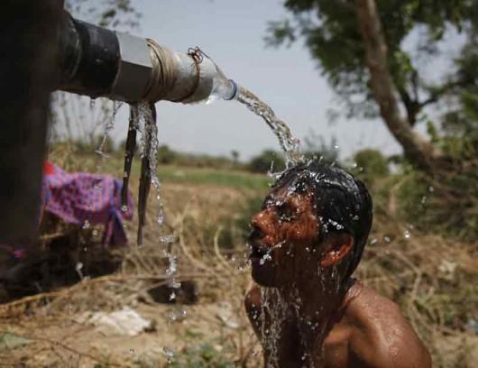 Indie - Ogromne upały zabiły już co najmniej 500 osób, w wielu miejscach temperatura sięga 48 st.C. w cieniu 2