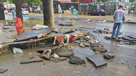 Izmir, Turcja - Ogromne opady przez pół godziny i woda porywała ludzi 2
