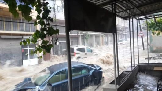 Izmir, Turcja - Ogromne opady przez pół godziny i woda porywała ludzi 3