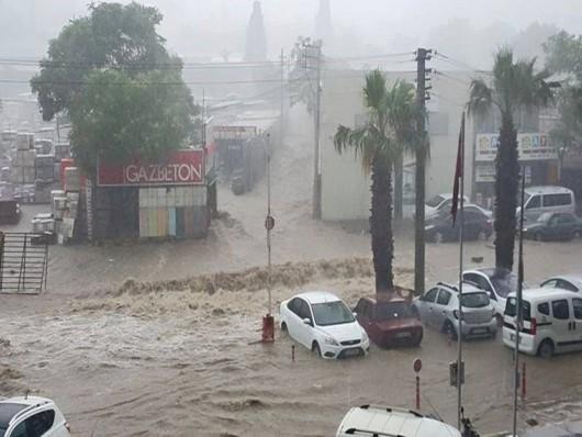Izmir, Turcja - Ogromne opady przez pół godziny i woda porywała ludzi 5