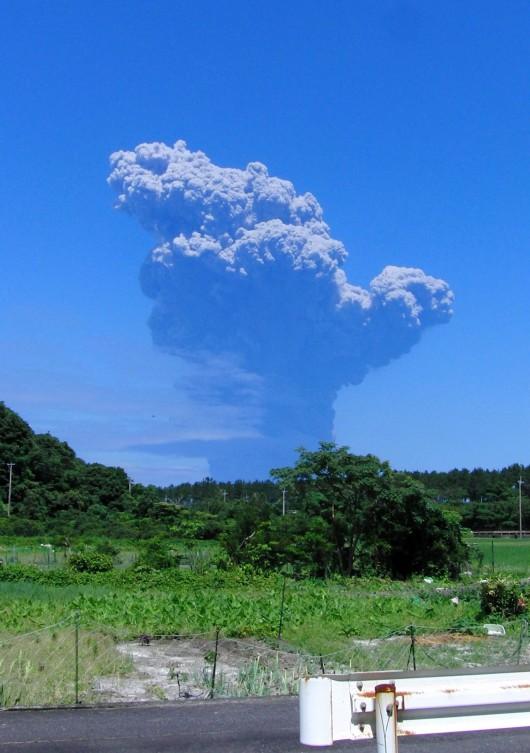 Japonia- Duża erupcja wulkanu Shindake na wyspie Kuchinoerabujima 2