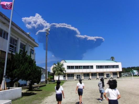 Japonia- Duża erupcja wulkanu Shindake na wyspie Kuchinoerabujima 4