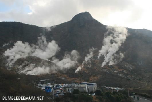 Japonia - Wzrasta temperatura i ilość gazów, pojawiły się również wstrząsy sejsmiczne przy wulkanie Hakone 2