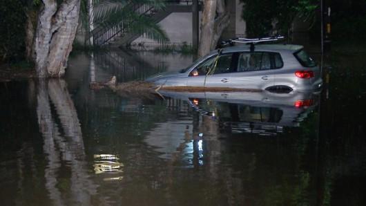 Kalifornia - Ulewne deszcze podczas suszy 2