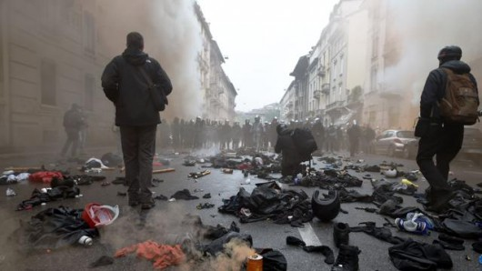 Mediolan, Włochy - Starcia z policją przeciwników Expo 2