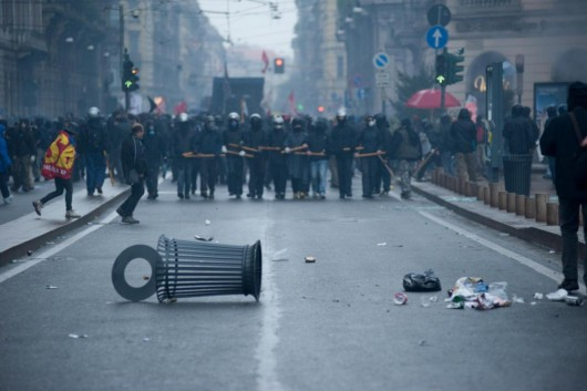 Mediolan, Włochy - Starcia z policją przeciwników Expo 7