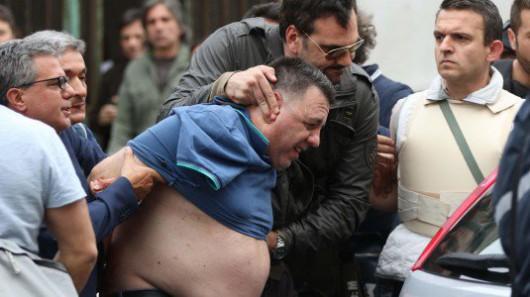Neapol, Włochy - Zastrzelił 4 osoby i ranił 5, mężczyzna zaczął strzelać z balkonu