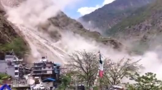 Nepal- Lawina błotna po trzęsieniu ziemi