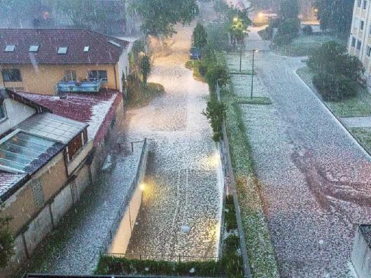 Niemcy - Gradobicia, powodzie i dwie osoby rażone piorunem 3