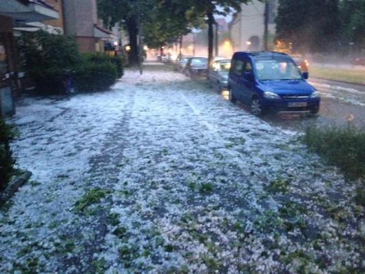 Niemcy - Gradobicia, powodzie i dwie osoby rażone piorunem 6