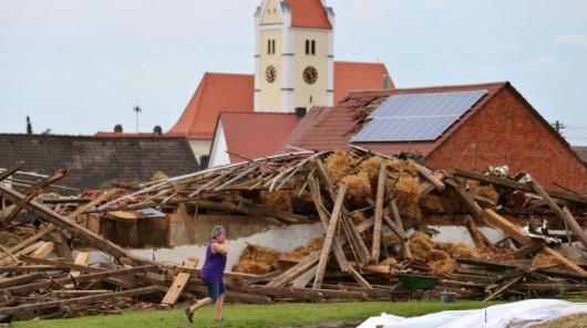 Niemcy - Gradobicia, powodzie i dwie osoby rażone piorunem 7