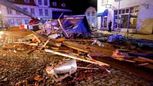 Niemcy - Nawałnice przeszły przez Hamburg, jedna osoba zginęła, tornado spustoszyło miasteczko Bützow 1