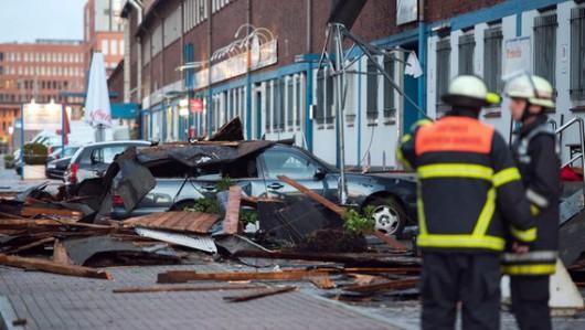 Niemcy - Nawałnice przeszły przez Hamburg, jedna osoba zginęła, tornado spustoszyło miasteczko Bützow 10