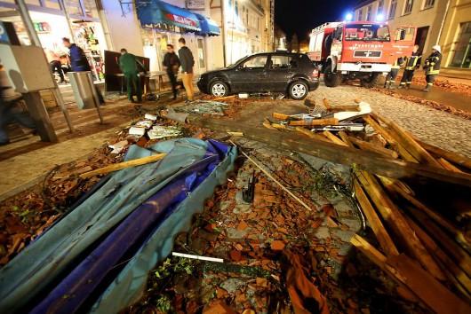 Niemcy - Nawałnice przeszły przez Hamburg, jedna osoba zginęła, tornado spustoszyło miasteczko Bützow 2
