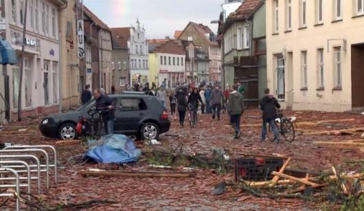 Niemcy - Nawałnice przeszły przez Hamburg, jedna osoba zginęła, tornado spustoszyło miasteczko Bützow 3