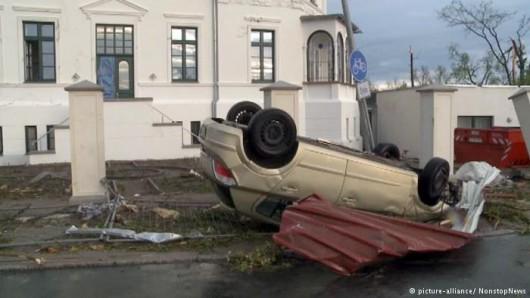 Niemcy - Nawałnice przeszły przez Hamburg, jedna osoba zginęła, tornado spustoszyło miasteczko Bützow 4