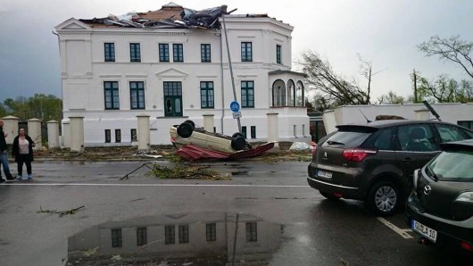 Niemcy - Nawałnice przeszły przez Hamburg, jedna osoba zginęła, tornado spustoszyło miasteczko Bützow 6