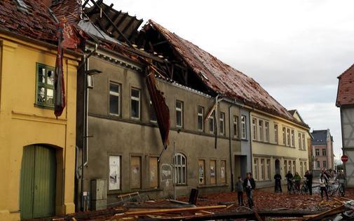 Niemcy - Nawałnice przeszły przez Hamburg, jedna osoba zginęła, tornado spustoszyło miasteczko Bützow 8