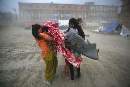 Osuwisko w Nepalu zablokowało rzekę; tysiące ludzi ewakuowanych