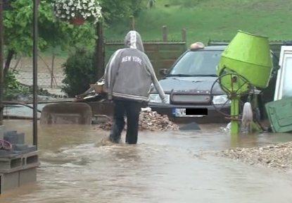Słowacja - Ulewne deszcze zalały domy i drogi 2