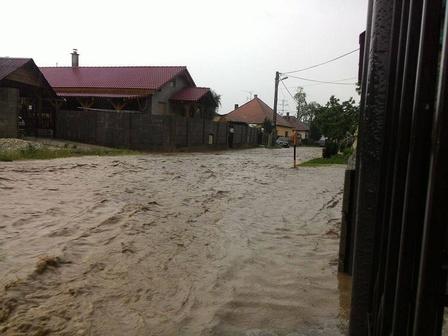 Słowacja - Ulewne deszcze zalały domy i drogi 6