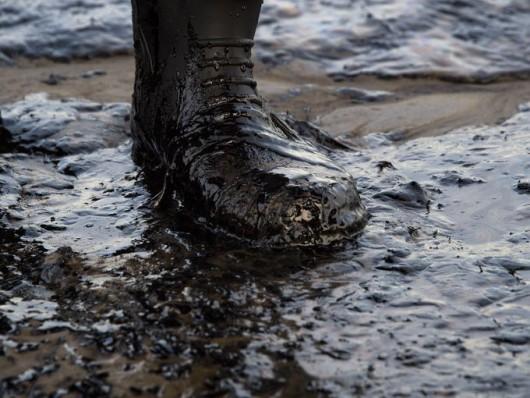 Santa Barbara, USA - Z uszkodzonego ropociągu wyciekło około 400 tysięcy litrów ropy 3