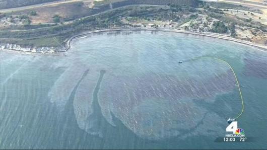 Santa Barbara, USA - Z uszkodzonego ropociągu wyciekło około 400 tysięcy litrów ropy 5