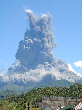Tajfun Noul kieruje się na Filipiny, obudził się również wulkan Bulusan