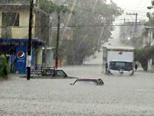 Tampico, Meksyk - Na skutek obfitych opadów deszczu woda w rzekach i jeziorach wystąpiła z brzegów 1