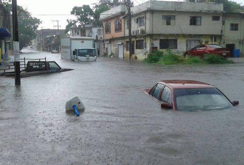 Tampico, Meksyk - Na skutek obfitych opadów deszczu woda w rzekach i jeziorach wystąpiła z brzegów 2