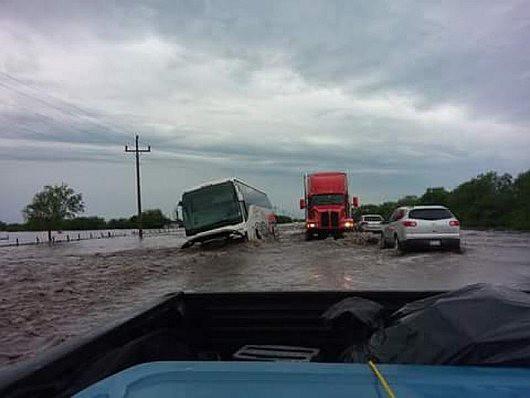 Tampico, Meksyk - Na skutek obfitych opadów deszczu woda w rzekach i jeziorach wystąpiła z brzegów 6