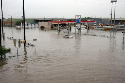 Teksas, USA - Z powodu ekstremalnie złych warunków atmosferycznych w 24 hrabstwach wprowadzono stan wyjątkowy 2