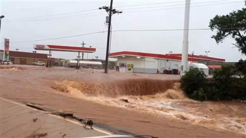Teksas, USA - Z powodu ekstremalnie złych warunków atmosferycznych w 24 hrabstwach wprowadzono stan wyjątkowy 3