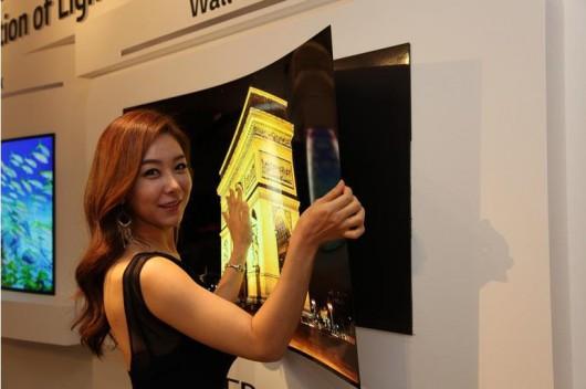 Telewizor od LG jak tapeta, grubość zaledwie 0.97 mm, OLED 55 cali waży zaledwie 1.9 kg 2