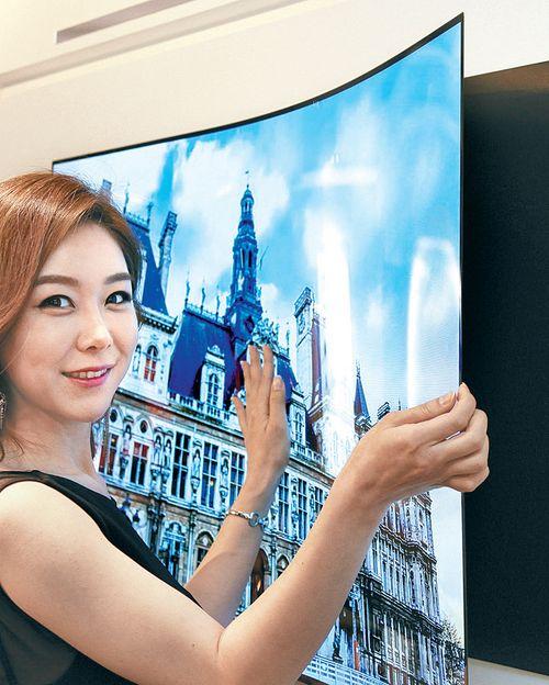 Telewizor od LG jak tapeta, grubość zaledwie 0.97 mm, OLED 55 cali waży zaledwie 1.9 kg 3
