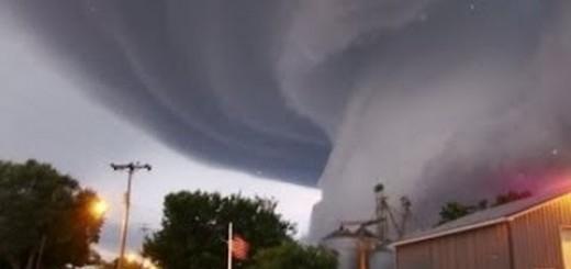 USA - 19 tornad w sześciu stanach w jeden dzień 2