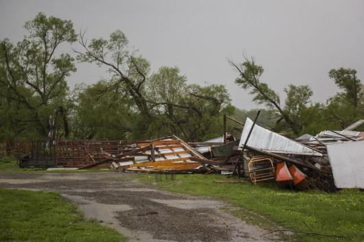 USA - 19 tornad w sześciu stanach w jeden dzień 7