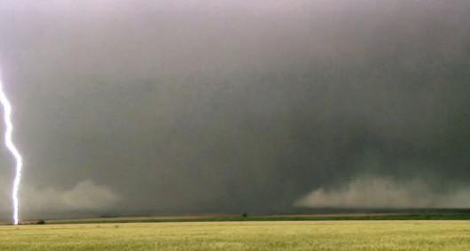 USA - 19 tornad w sześciu stanach w jeden dzień 8