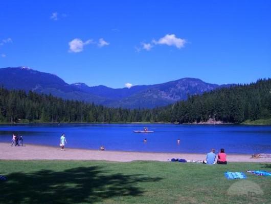 USA - Cyklicznie, każdej zimy woda z jeziora Lost Lake wlewa się do dużej dziury 3