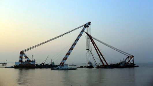 Chiny - Potężna akcja ratunkowa na na rzece Jangcy, zatonął statek pasażerski z 457 osobami na pokładzie 1