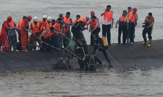 Chiny - Potężna akcja ratunkowa na na rzece Jangcy, zatonął statek pasażerski z 457 osobami na pokładzie 5