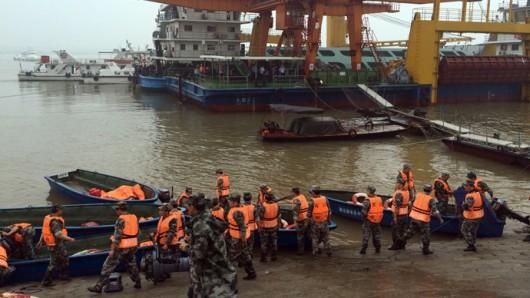 Chiny - Potężna akcja ratunkowa na na rzece Jangcy, zatonął statek pasażerski z 457 osobami na pokładzie 6