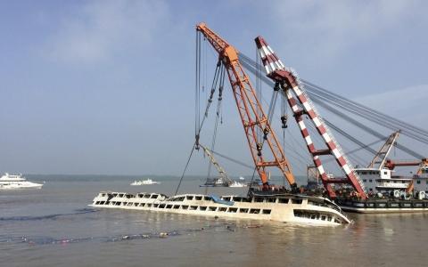 Chiny - W katastrofie statku na rzece Jangcy zginęło 396 osób, 50 osób zaginionych, a tylko 14 uratowano 1